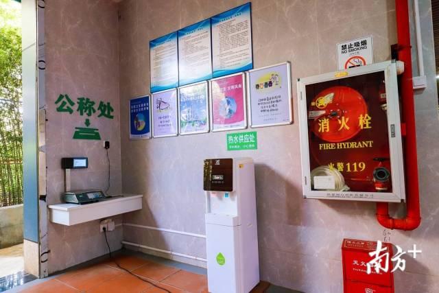农贸市场配置了公称处、饮水机、消防设备。